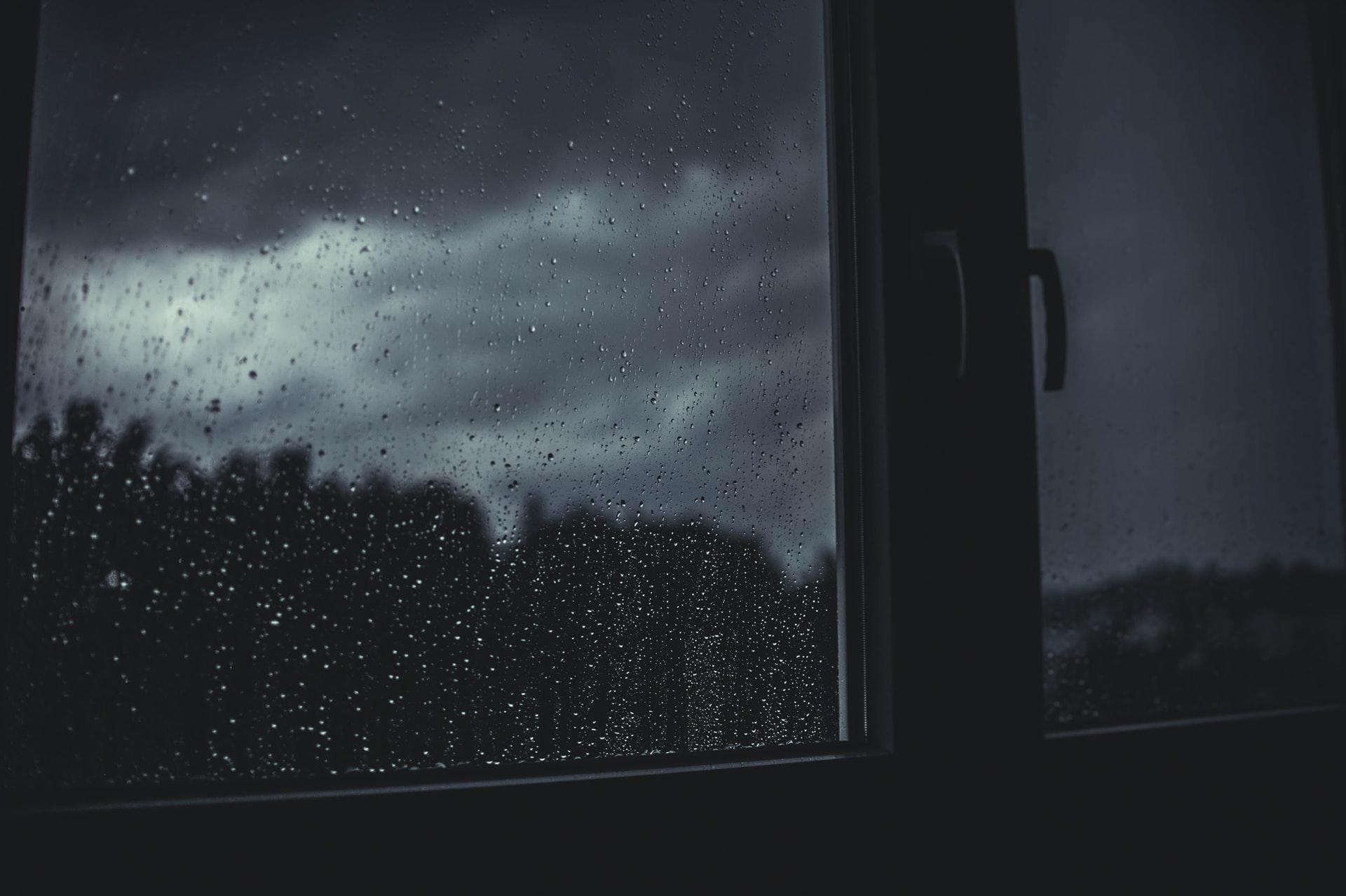 Załamanie pogody. Przed nami silny wiatr, opady deszczu i śniegu oraz burze