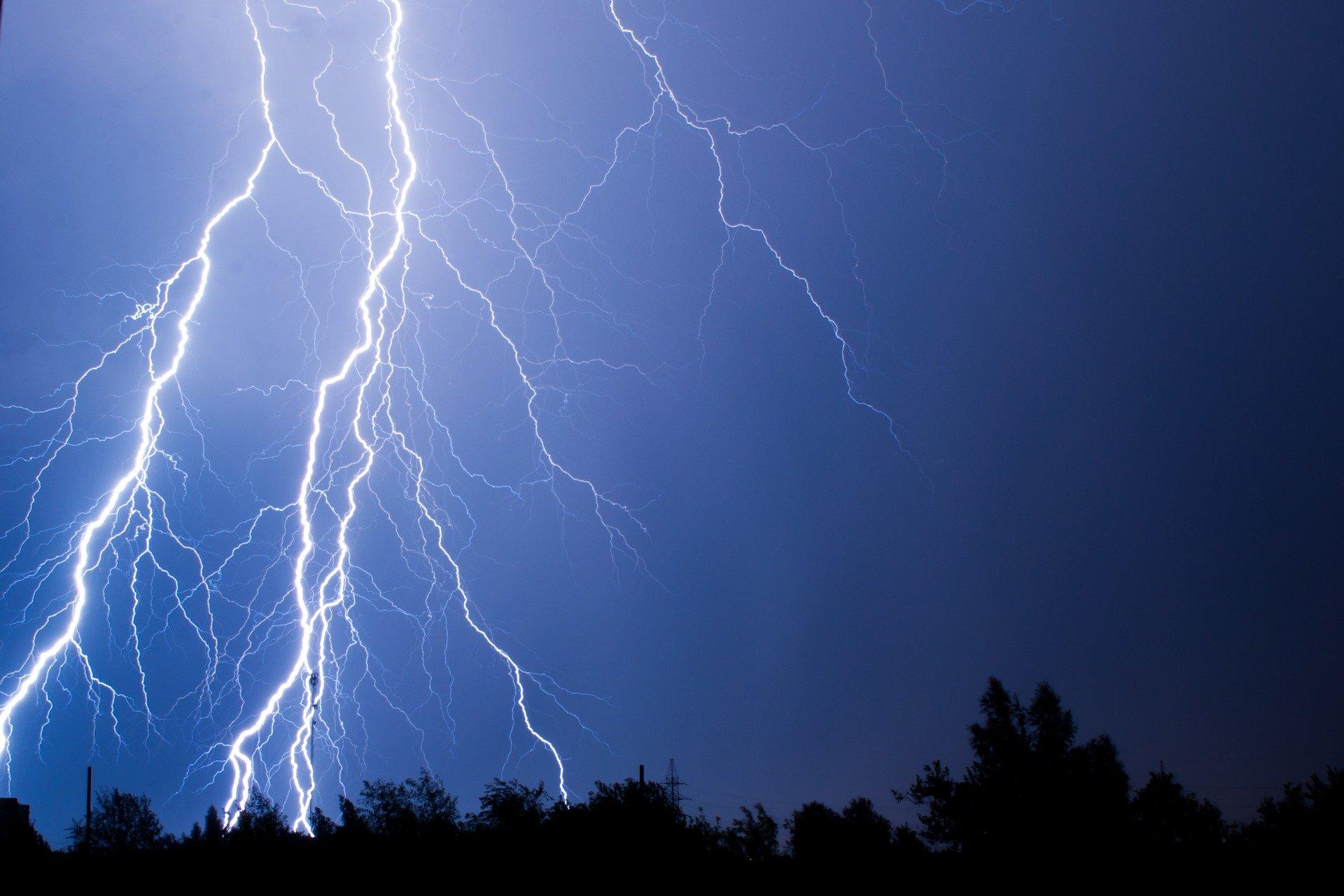 Niebezpieczne prognozy na poniedziałek. Możliwy silny incydent burzowy